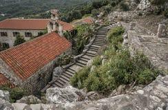 Παλαιό μοναστήρι στα βουνά στοκ φωτογραφία με δικαίωμα ελεύθερης χρήσης