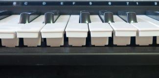 Παλαιό μουσικό ηλεκτρονικό κλασικό πιάνο Στοκ Εικόνες