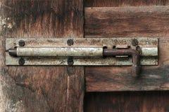 Παλαιό ξύλινο μπουλόνι πορτών Στοκ Εικόνα