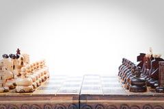 Παλαιό ξύλινο παιχνίδι σκακιού lineup, διάστημα αντιγράφων Στοκ Εικόνες