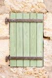Παλαιό ξύλινο παραθυρόφυλλο παραθύρων Στοκ εικόνα με δικαίωμα ελεύθερης χρήσης