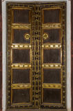 Παλαιό ξύλινο πλαίσιο πορτών Στοκ εικόνες με δικαίωμα ελεύθερης χρήσης