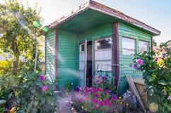 Παλαιό ξύλινο σπίτι κήπων Στοκ Φωτογραφίες