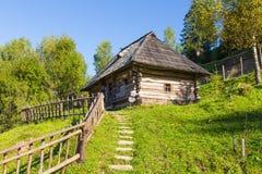 Παλαιό ξύλινο σπίτι Carpathians Στοκ Φωτογραφίες
