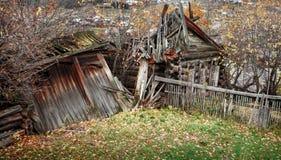 Παλαιό ξύλινο σπίτι illage Στοκ φωτογραφία με δικαίωμα ελεύθερης χρήσης