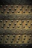 Παλαιό ξύλινο υπόβαθρο με τα καρφιά μετάλλων Στοκ εικόνα με δικαίωμα ελεύθερης χρήσης