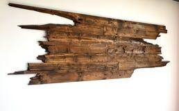 Παλαιό ξύλινο υπόβαθρο σανίδων στον άσπρο τοίχο Στοκ φωτογραφία με δικαίωμα ελεύθερης χρήσης