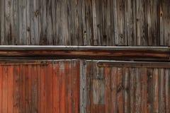 Παλαιό ξύλινο υπόβαθρο στην οδό το χειμώνα Στοκ Εικόνες