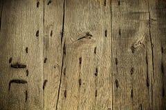 Παλαιό ξύλινο υπόβαθρο grunge με τα σκουριασμένα καρφιά μετάλλων Στοκ φωτογραφίες με δικαίωμα ελεύθερης χρήσης