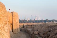 Παλαιό οχυρό του Μπαχρέιν σε Seef σε αργά το απόγευμα Στοκ Φωτογραφίες