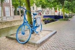 Παλαιό ολλανδικό μπλε ποδήλατο στοκ εικόνα