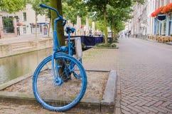 Παλαιό ολλανδικό μπλε ποδήλατο Στοκ Φωτογραφία