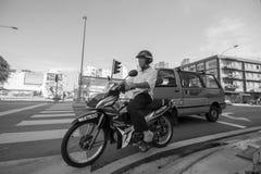 Παλαιό οδηγώντας ποδήλατο ατόμων Στοκ φωτογραφία με δικαίωμα ελεύθερης χρήσης