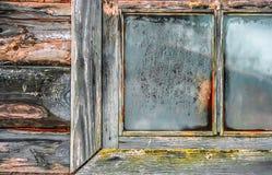 Παλαιό παγωμένο παράθυρο της καλύβας Στοκ εικόνα με δικαίωμα ελεύθερης χρήσης