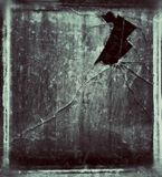 Παλαιό παράθυρο με το σπασμένο γυαλί στοκ φωτογραφίες