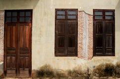 παλαιό παράθυρο πορτών Στοκ εικόνα με δικαίωμα ελεύθερης χρήσης