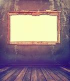 Παλαιό παράθυρο στον παλαιό τοίχο με το καρφί Στοκ Εικόνες