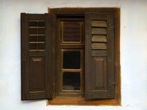 παλαιό παραδοσιακό παράθ&ups στοκ εικόνα με δικαίωμα ελεύθερης χρήσης