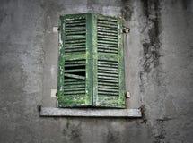 Παλαιό παλαιό παράθυρο gree Στοκ φωτογραφία με δικαίωμα ελεύθερης χρήσης