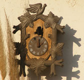 Παλαιό παλαιό ρολόι τοίχων Στοκ Φωτογραφίες