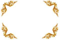 Παλαιό παλαιό χρυσό πλαισίων ξύλινο σχέδιο ύφους πορτών ταϊλανδικό που απομονώνεται Στοκ εικόνες με δικαίωμα ελεύθερης χρήσης