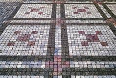 Παλαιό πεζοδρόμιο από τις χρωματισμένες πέτρες αφηρημένη σύσταση ανασκόπη&sigma Στοκ εικόνες με δικαίωμα ελεύθερης χρήσης