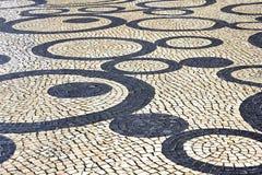 Παλαιό πεζοδρόμιο τούβλου πετρών οδών πόλης κέντρων Στοκ Εικόνα