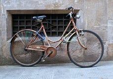 Παλαιό ποδήλατο στο Luca στοκ εικόνα