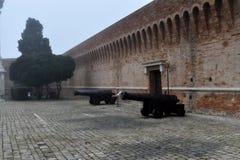 Παλαιό πολεμικό πυροβόλο στην Αγκώνα, Marche, Ιταλία Στοκ Εικόνες