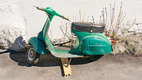 Παλαιό πράσινο μηχανικό δίκυκλο στοκ φωτογραφία με δικαίωμα ελεύθερης χρήσης