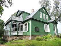 Παλαιό πράσινο ξύλινο σπίτι, Λιθουανία Στοκ Εικόνα