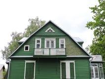 Παλαιό πράσινο ξύλινο σπίτι, Λιθουανία Στοκ φωτογραφίες με δικαίωμα ελεύθερης χρήσης