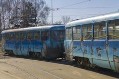 Παλαιό πρότυπο τροχιοδρομικών γραμμών με τα γκράφιτι Στοκ εικόνες με δικαίωμα ελεύθερης χρήσης