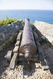 Παλαιό πυροβόλο που επισημαίνει τη θάλασσα Στοκ εικόνες με δικαίωμα ελεύθερης χρήσης
