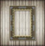 Παλαιό πλαίσιο εικόνων στον ξύλινο τοίχο  Κενό πλαίσιο εικόνων στο W Στοκ Εικόνες