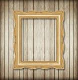 Παλαιό πλαίσιο εικόνων στον ξύλινο τοίχο Κενό πλαίσιο εικόνων Στοκ φωτογραφίες με δικαίωμα ελεύθερης χρήσης