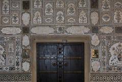 Παλαιό πλαίσιο πορτών και παραθύρων Στοκ φωτογραφία με δικαίωμα ελεύθερης χρήσης
