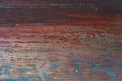 Παλαιό, ραβδωμένο, χρωματισμένο και ξεπερασμένο υπόβαθρο μετάλλων Στοκ Εικόνες