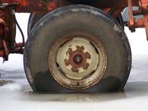 Παλαιό ραγισμένο ροδών και σκουριασμένος Στοκ Εικόνες