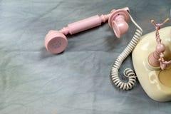 Παλαιό ρόδινο τηλέφωνο ύφους Στοκ εικόνες με δικαίωμα ελεύθερης χρήσης