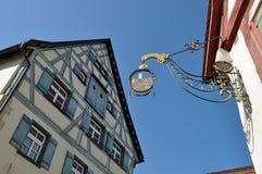 Παλαιό σημάδι επεξεργασμένου σιδήρου για ένα μπαρ Στοκ φωτογραφία με δικαίωμα ελεύθερης χρήσης