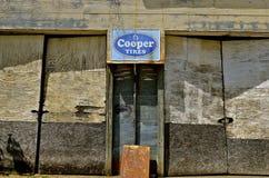 Παλαιό σημάδι διαφήμισης ροδών του Cooper Στοκ Εικόνα