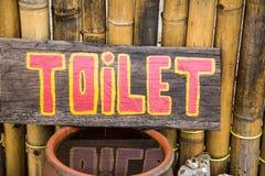 Παλαιό σημάδι τουαλετών, ξύλο Στοκ Εικόνες