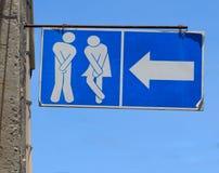 Παλαιό σημάδι του δημόσιου χώρου ανάπαυσης WC τουαλετών Στοκ Φωτογραφίες