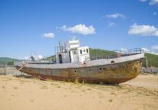 Παλαιό σκάφος στην ακτή Στοκ φωτογραφίες με δικαίωμα ελεύθερης χρήσης