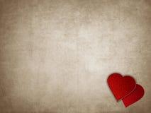 Παλαιό σκουριασμένο έγγραφο με τις κόκκινες καρδιές, έννοια επιστολών αγάπης Στοκ Εικόνες