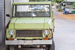 Παλαιό σκουριασμένο αυτοκίνητο Στοκ Εικόνες