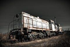 Παλαιό σκουριασμένο κινητήριο τραίνο σε έναν πυρηνικό σταθμό Στοκ φωτογραφία με δικαίωμα ελεύθερης χρήσης