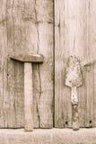 Παλαιό σκουριασμένο σφυρί και trowel Στοκ Εικόνες
