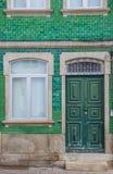 Παλαιό σπίτι με τα πράσινα κεραμίδια σε Chaves Στοκ φωτογραφία με δικαίωμα ελεύθερης χρήσης
